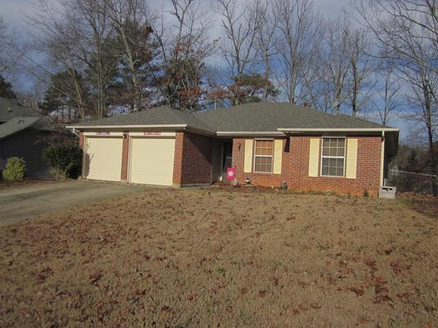 2850 Trotters Pointe Dr, Snellville, GA