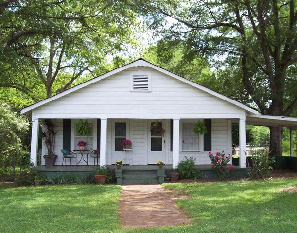71 1st Ave, West Point, GA 31833