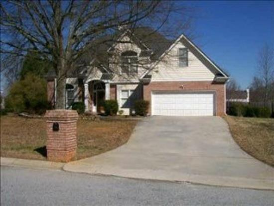 3890 Glen Ian Dr, Loganville, GA
