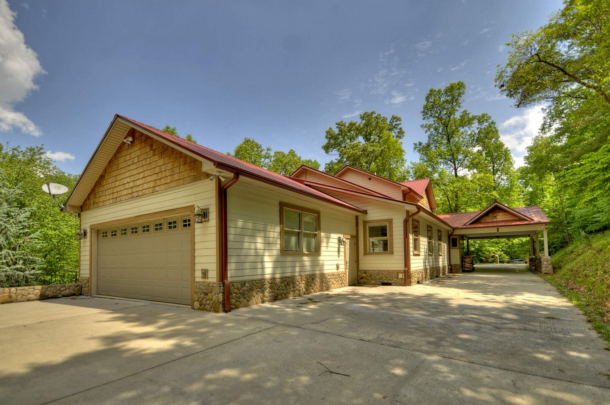 252 Creekmont Drive, Blairsville, GA 30512