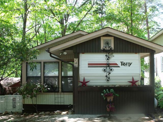 74 Cindy Pkwy #APT 134D, Cleveland, GA