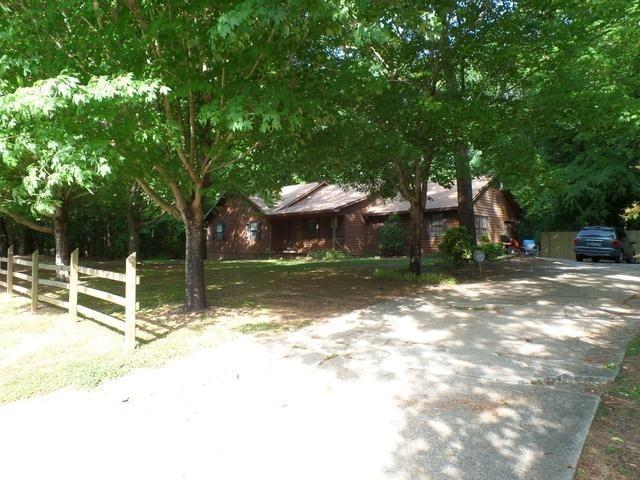 3223 Bomar Rd, Douglasville, GA