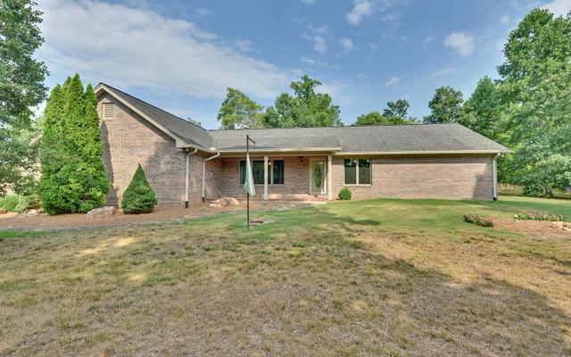 687 Deer Trail Lakes Dr, Clarkesville, GA 30523