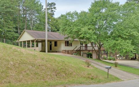 865 Sunnybrook Ln, Hartwell, GA 30643