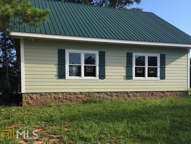 121 Early Dr, Hartwell, GA 30643