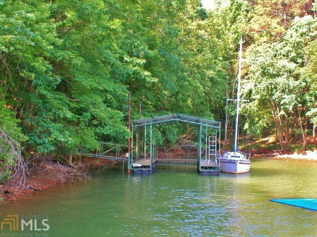 2718 Waters Edge Dr, Gainesville, GA 30504