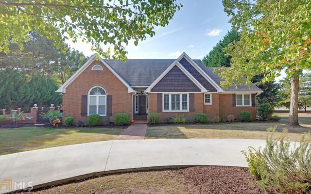 44 Golfview Dr, Hartwell, GA 30643