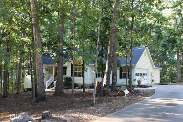 114 Creek View Dr, Hoschton, GA 30548