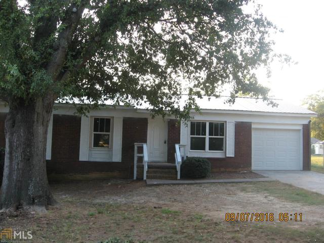 31 Luckie St, Lavonia, GA 30553