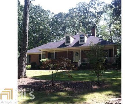 87 Laurel Lake Dr, Carrollton, GA 30116