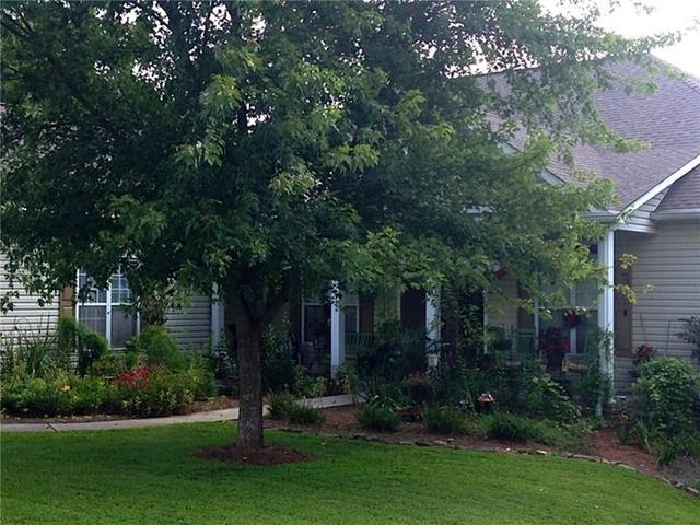 150 Lakeridge Dr, Dallas, GA 30132