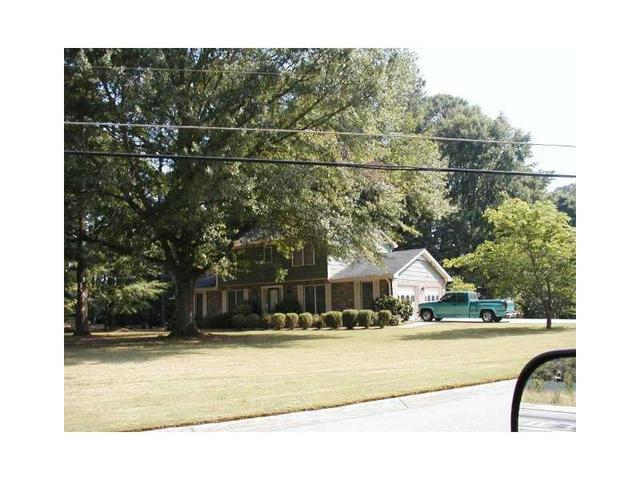 2206 Country Club Dr SE, Conyers, GA 30013