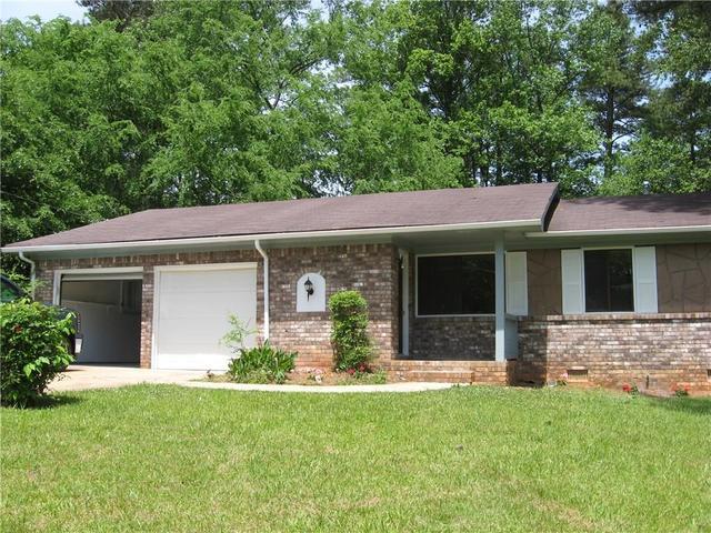 1208 Country Pine Dr, Ellenwood, GA 30294
