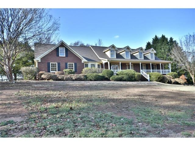 3160 Maple Cove Dr, Loganville, GA 30052