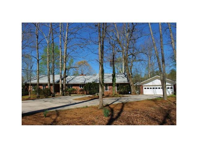 6091 Circle Of Light Dr, Gainesville, GA 30506