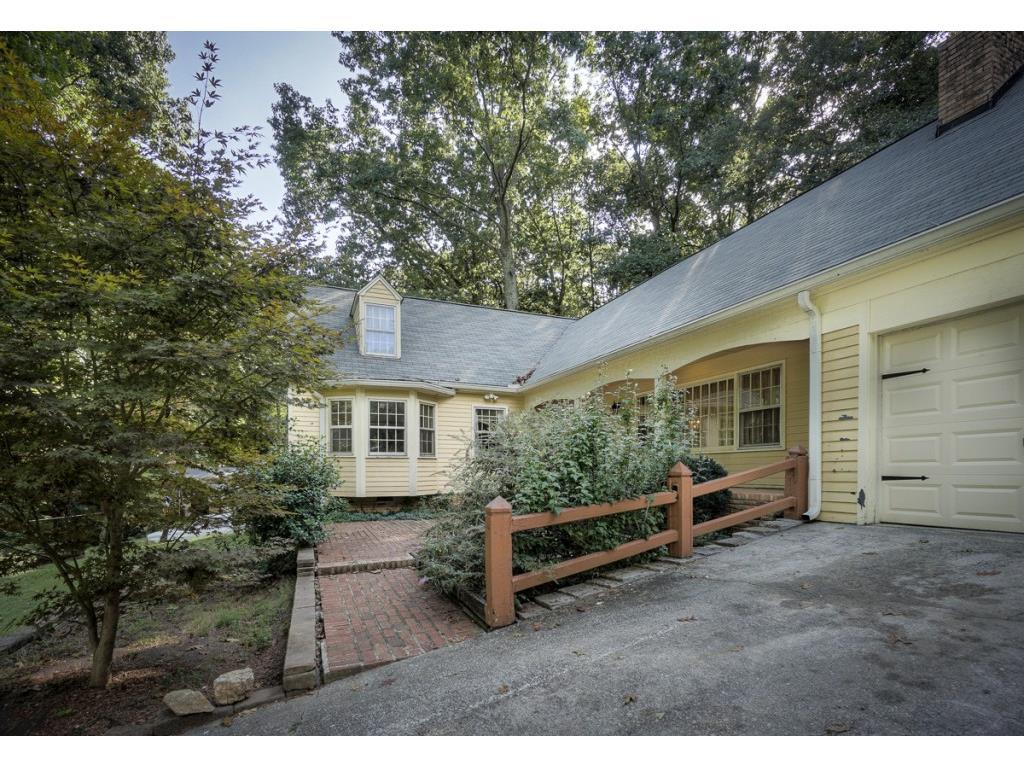 648 Kenilworth Circle, Stone Mountain, GA 30083