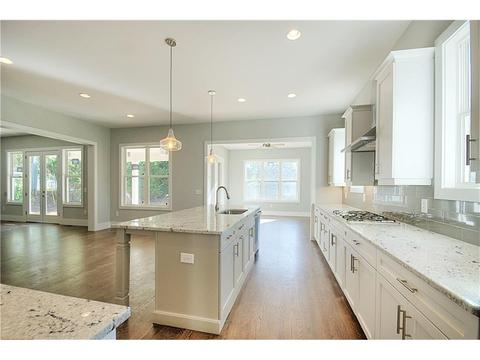 1285 Thomas Cir, Roswell, GA 30075