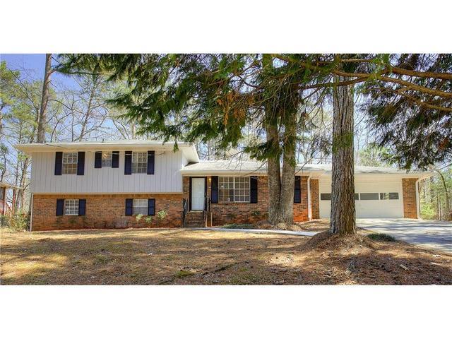 393 Pineburr Ln, Stone Mountain, GA 30087