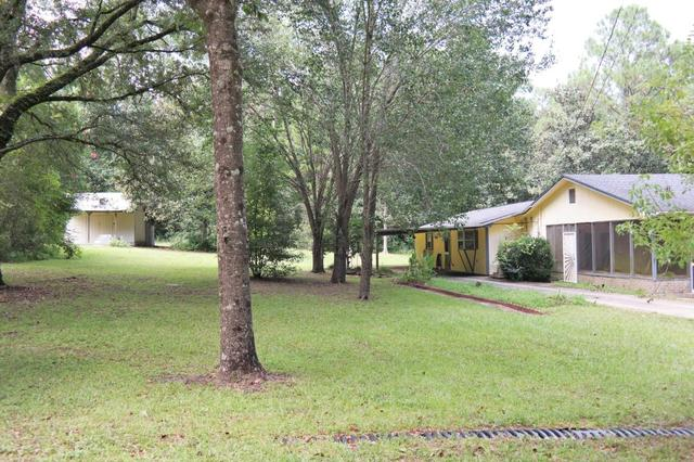 97 Walnut Ave, Defuniak Springs, FL 32435