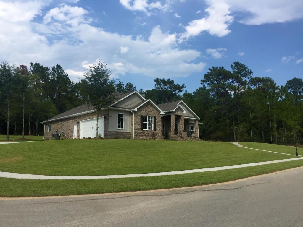 2461 Hammock Ln, Crestview, FL 32536
