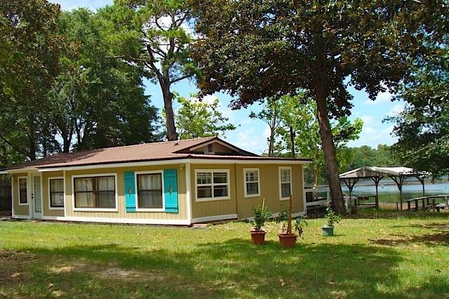 72 Landing Ln, Defuniak Springs, FL 32433