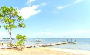181 Wynnehaven Beach Rd, Mary Esther, FL 32569