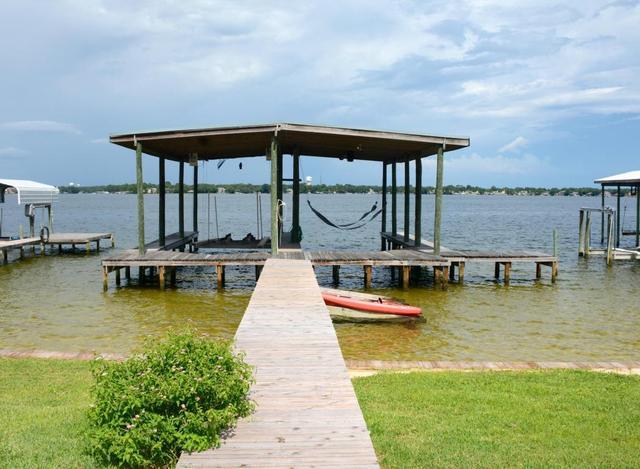 2402 Marina Dr, Fort Walton Beach, FL 32547