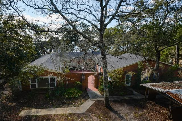 571 W Miracle Strip Pkwy, Mary Esther, FL 32569
