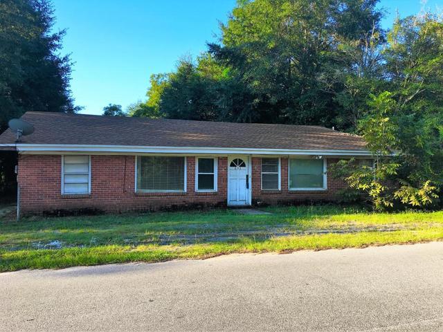 633 E Pine Ave, Crestview, FL 32539