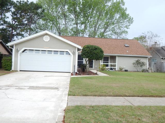 620 Brian CirMary Esther, FL 32569