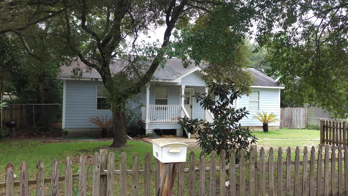 1002 Pinetree Rd, Mary Esther, FL 32569