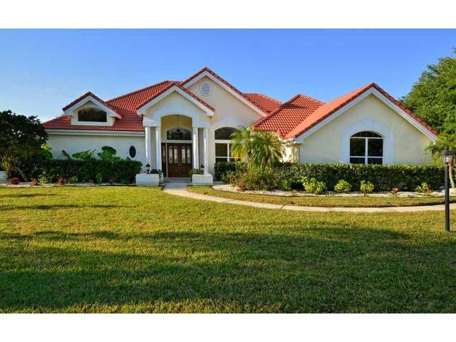 7020 N Serenoa Dr, Sarasota, FL 34241