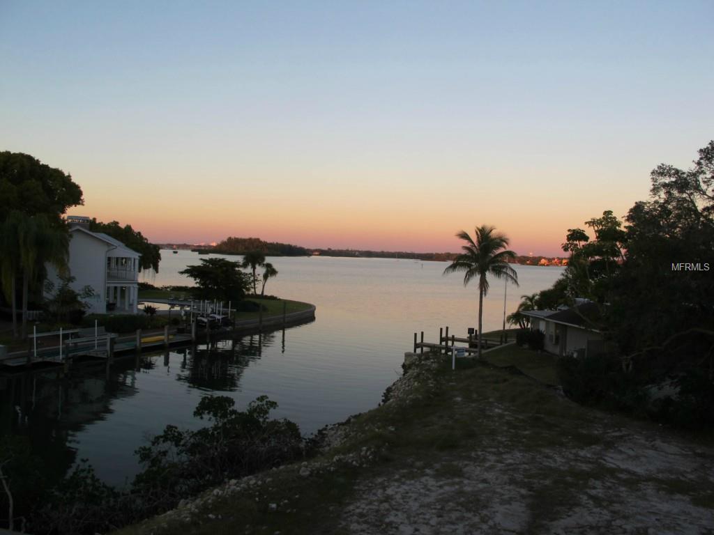 819 Mangrove Point Rd, Sarasota FL 34242