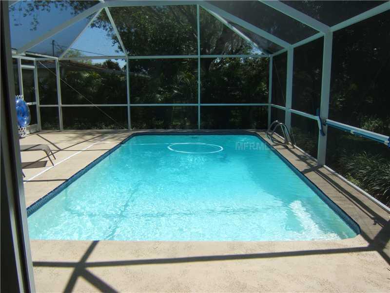 2852 Gulf Gate Dr, Sarasota FL 34231