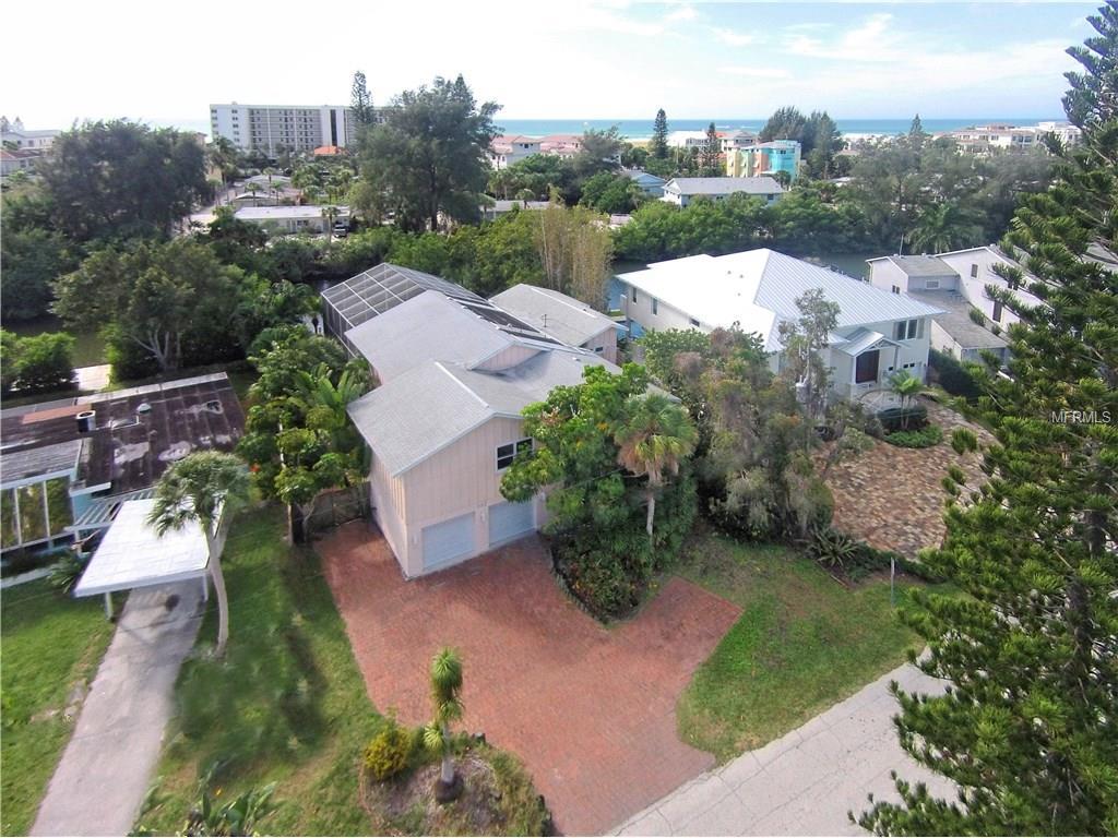 322 Island Cir, Sarasota, FL