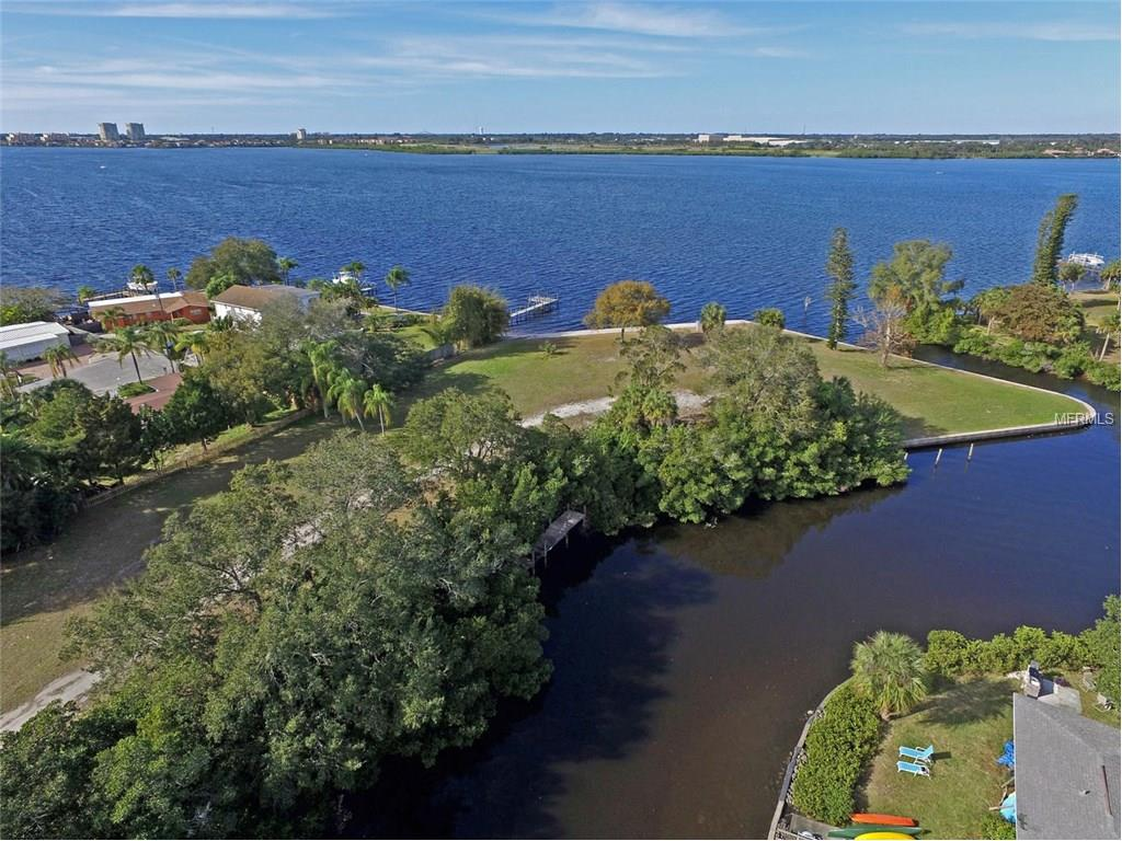 327 Riverpoint Drive NE, Bradenton, FL 34208