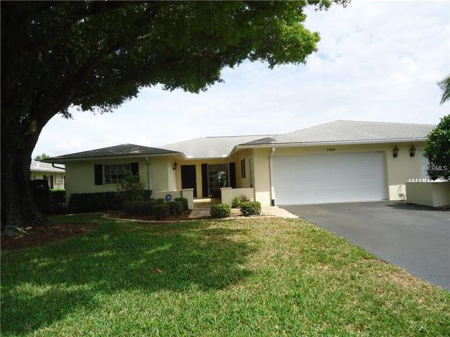 7069 W Country Club Dr, Sarasota, FL