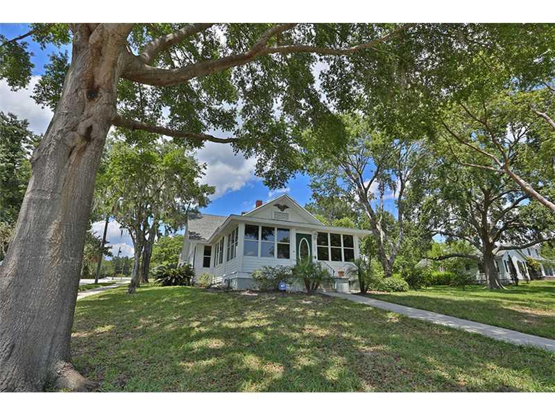 305 Lakeside Ave, Umatilla, FL