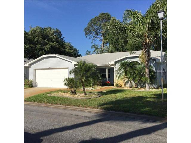 32656 Oak Park Dr, Leesburg, FL 34748