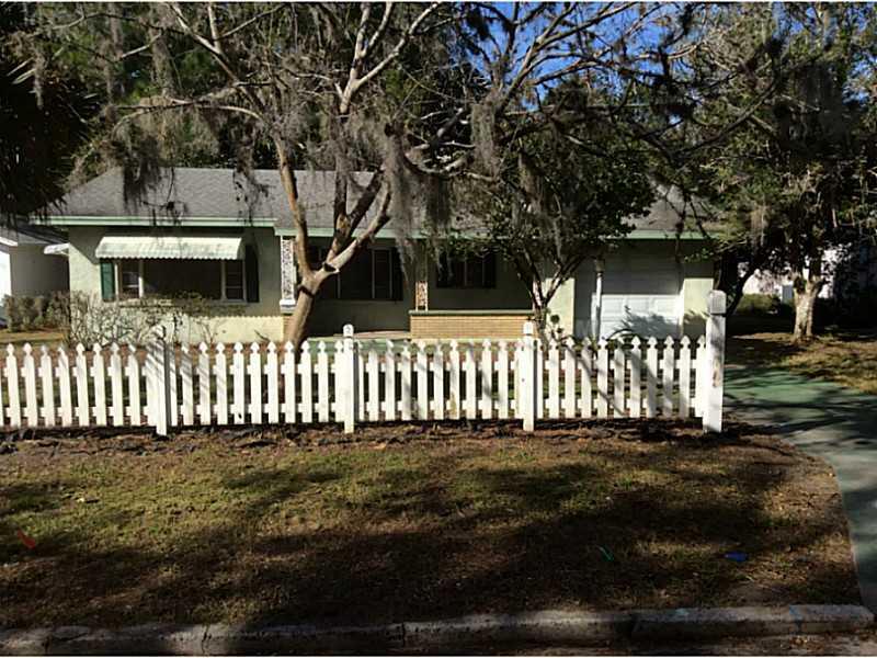 811 N Alexander St Mount Dora, FL 32757