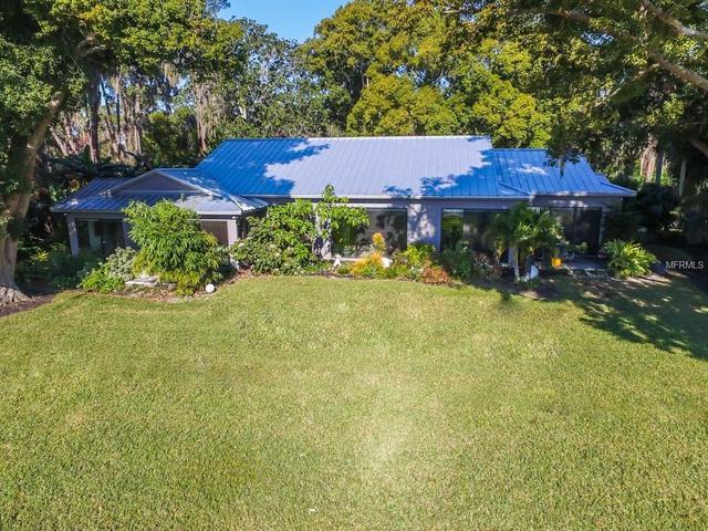 2771 Lakeshore Dr, Mount Dora, FL 32757