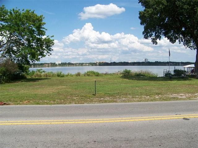 Lake Howard Dr NW, Winter Haven, FL 33880