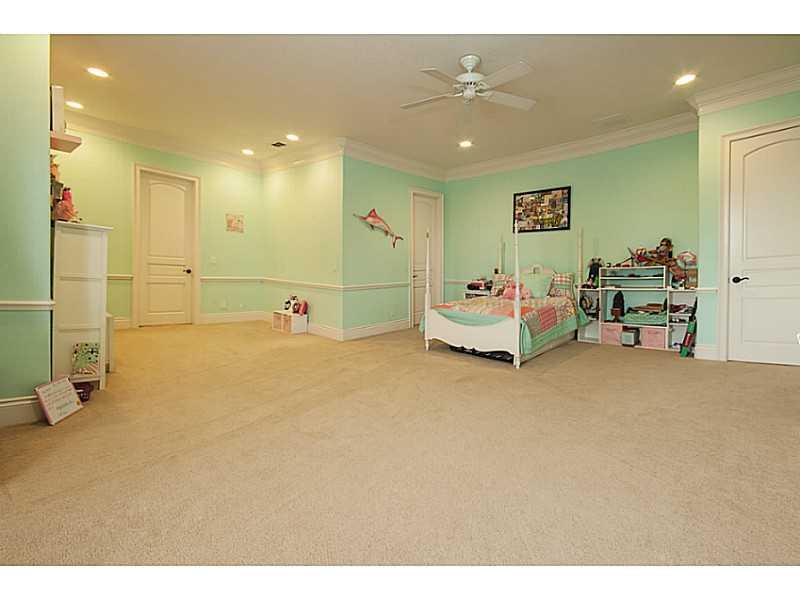 21 E Lakeshore Blvd Kissimmee, FL 34744