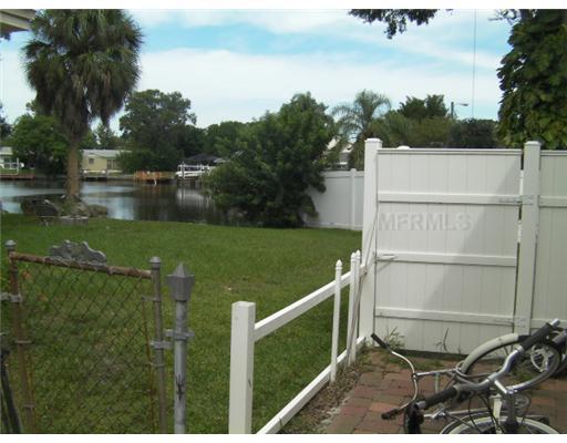 8701 Thornwood 8701ln, Tampa FL 33615