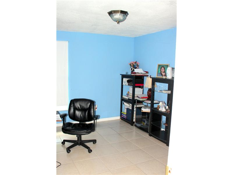 8301 Elkwood Ln, Tampa FL 33615