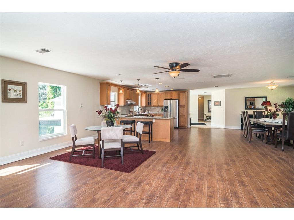 10427 Oakbrook Drive, Tampa, FL 33618