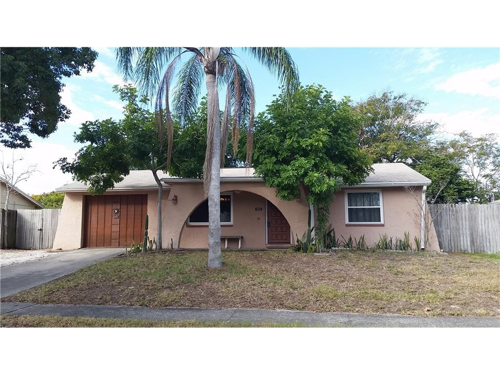 902 Gainesway Dr, Tarpon Springs, FL