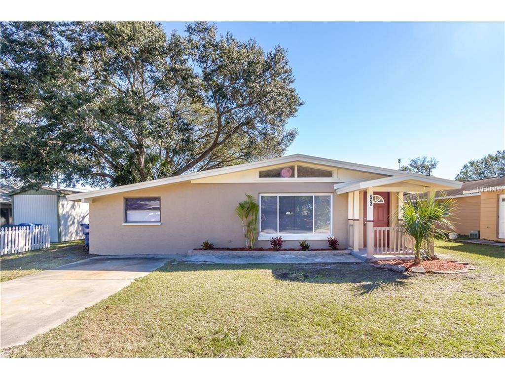 225 Royal Palm Dr, Largo, FL