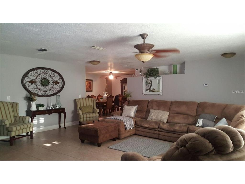 7744 Hinsdale Drive, Tampa, FL 33615