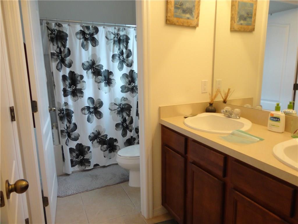 1946 yellow and grey tile bathroom - 15 Photos